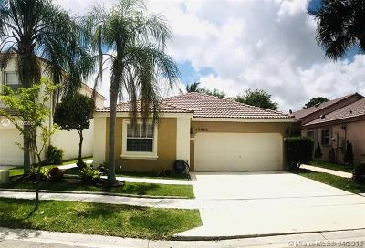 Pembroke Pines Single Family Home For Sale: 15620 NW 14th Court