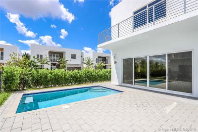 Miami Single Family Home For Sale: 7443 NW 100th Ave