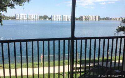 Oakland Park Condo For Sale: 117 Lake Emerald Dr #205