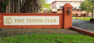 Fort Lauderdale Condo For Sale: 640 Tennis Club Dr #108