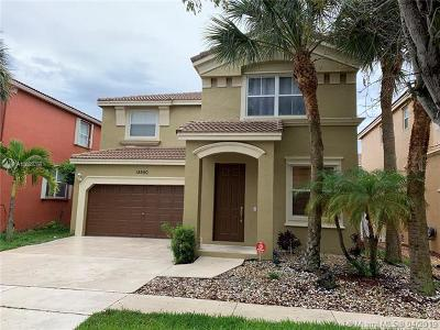 Miramar Single Family Home For Sale: 15550 SW 49th Ct