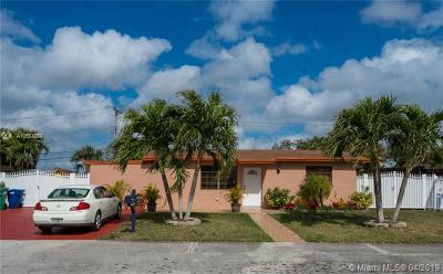 Hialeah Single Family Home For Sale: 7271 NW 169th St