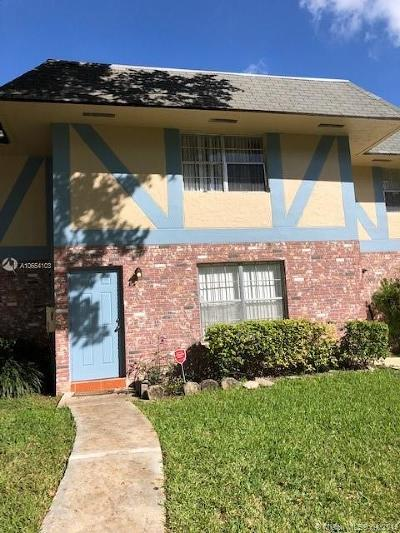 North Lauderdale Condo For Sale: 7503 Kimberly Blvd #139