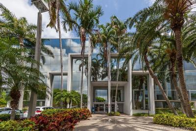 North Miami Single Family Home For Sale: 16855 NE 2 Av N204