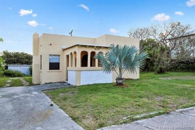 West Palm Beach Single Family Home For Sale: 939 29th St