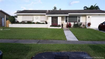 Pembroke Pines Single Family Home For Sale: 700 NW 97th Ter