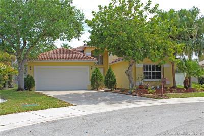 Weston Single Family Home For Sale: 305 Lake Crest Ct