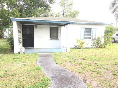 Miami Gardens Single Family Home For Sale: 2421 NW 151st St
