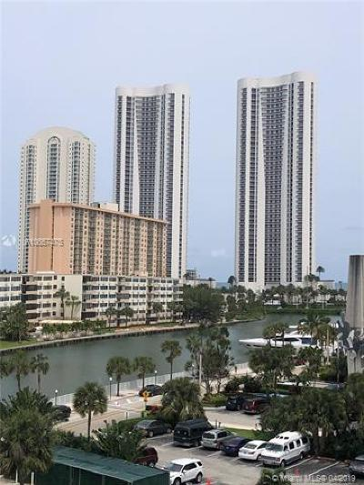 Sunny Isles Beach Condo For Sale: 500 Bayview Dr #527