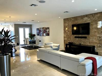 Landmark, Landmark At Doral, Landmark At Doral Condo, Landmark Condo, Landmark Doral, Landmark/Doral Rental For Rent: 6403 NW 105 Court
