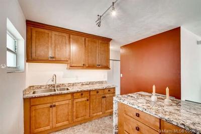 Miami Beach Condo For Sale: 1300 Lincoln Rd #D304