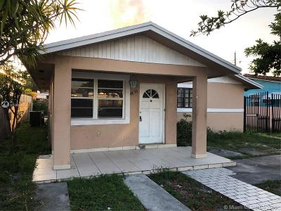 Hialeah Single Family Home For Sale: 4476 E 9th Ln