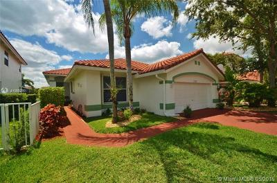 Pembroke Pines Single Family Home For Sale: 14940 S Bel Aire Dr S