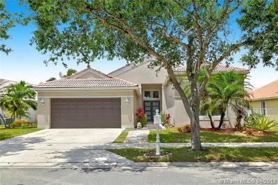 Broward County Single Family Home For Sale: 1109 Cedar Falls Dr
