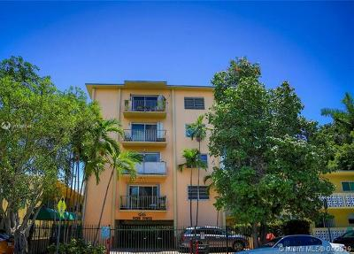 Miami Beach Condo For Sale: 1235 Pennsylvania Ave #4E