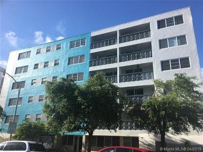 Miami Beach Condo For Sale: 1400 Lincoln Rd #302