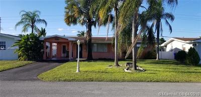 Pembroke Pines Single Family Home For Sale: 8551 NW 10th St