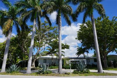North Miami Single Family Home For Sale: 11425 N Bayshore Dr