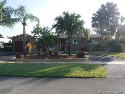 Pembroke Pines Single Family Home For Sale: 1501 N Hiatus Rd