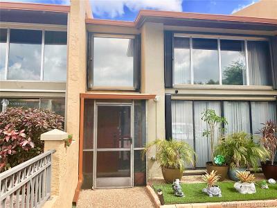 Plantation Condo/Townhouse For Sale: 701 E Coco Plum Cir #3