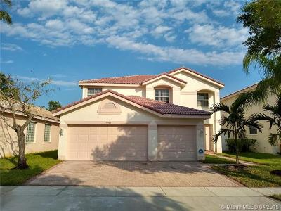 Miramar Single Family Home For Sale: 17466 SW 29th St