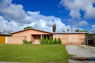 Miramar Single Family Home For Sale: 3309 W Lake Pl