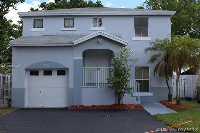 Davie Single Family Home For Sale: 4440 SW 72nd Ter