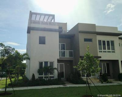 Landmark, Landmark At Doral, Landmark At Doral Condo, Landmark Condo, Landmark Doral, Landmark/Doral Single Family Home For Sale: 6302 NW 105th Pl
