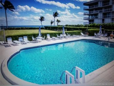 Palm Beach Condo For Sale: 3230 S Ocean Blvd #C106