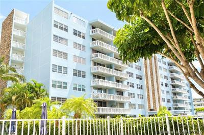 Hallandale Beach Condo For Sale: 401 NE 14th Ave #703
