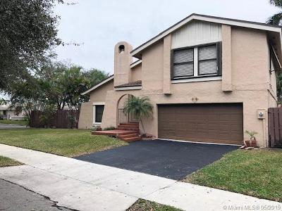 Cooper City Single Family Home For Sale: 22 Forest Cir