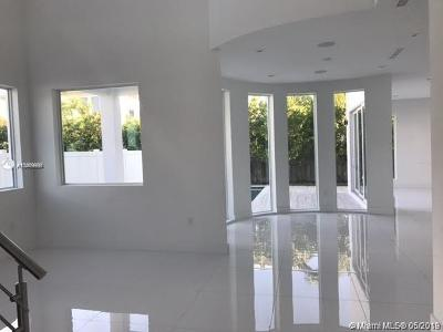 Doral Single Family Home For Sale: 10445 NW 68th Terr