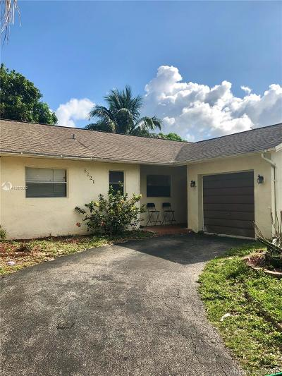 Lauderhill Single Family Home For Sale: 8221 NW 48th St