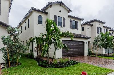 Hialeah Single Family Home For Sale: 3274 W 97th St