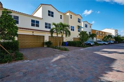Pembroke Pines Condo For Sale: 1764 NW 124th Pl #1764
