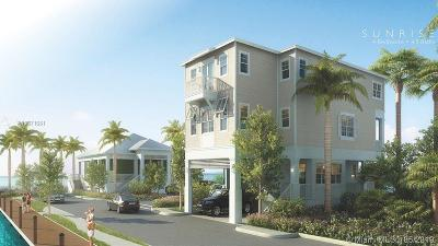 Monroe County Condo For Sale: 32 E Playa Largo Blvd. #32