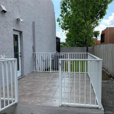 Condo Active With Contract: 9200 SW 97th Ave