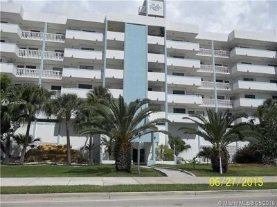 Sunny Isles Beach Condo For Sale: 17900 N Bay Rd #PH3