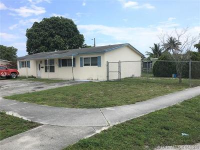 Deerfield Beach Single Family Home For Sale: 250 NW 40th Ct