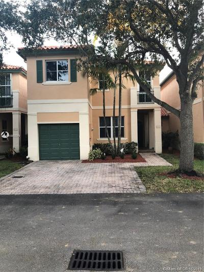 Miami Lakes Single Family Home For Sale: 8332 NW 144th St