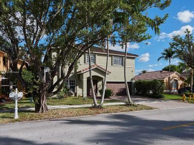 Hialeah Single Family Home For Sale: 8121 NW 197th St