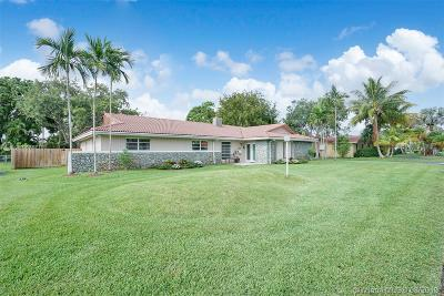 Single Family Home For Sale: 7834 SW 165th St
