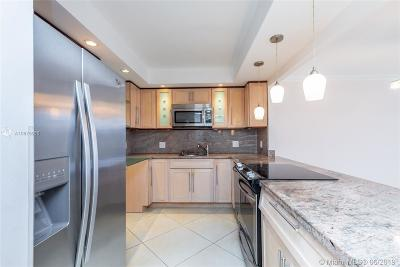 Hollywood Condo For Sale: 3800 S Ocean Dr #807