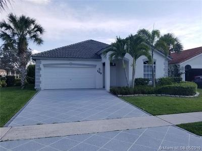 Royal Palm Beach Single Family Home For Sale: 109 Derby Ln
