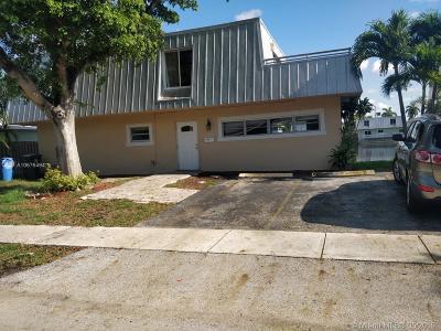 Oakland Park Single Family Home For Sale: 1371 NE 40th Pl