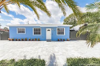 Hialeah Single Family Home For Sale: 220 W 41st St