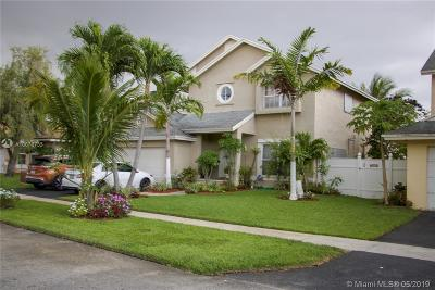 Pembroke Pines Single Family Home For Sale: 9611 SW 9th Ct
