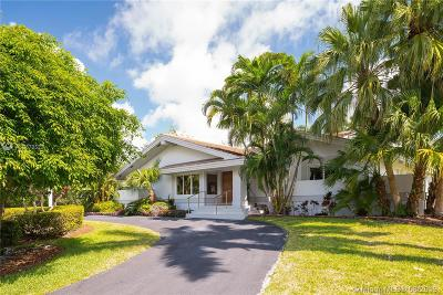 Coral Gables Single Family Home For Sale: 495 Campana Ave