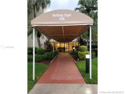 Weston Condo For Sale: 220 Lakeview Dr #103