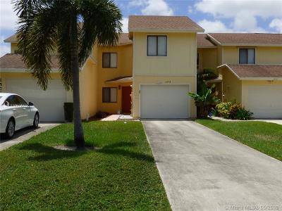 West Palm Beach Condo For Sale: 1573 Woodbridge Lakes Cir #1573